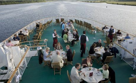 Cruise Ships A Great Travel Option For Single Seniors