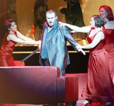 Opera singer Simon O'Neill will perform at the Langham in Auckland in December.