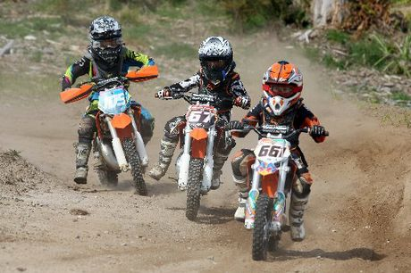 Young Riders (l-r) Sean Callinan 9, Wade Meredith 7, and Luke Fraser-Brown 8.