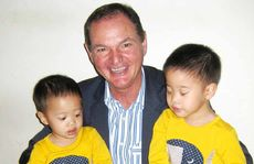 YOUNG FANS: Mayor Paul Pisasale with two sons of Tzu Chi members.
