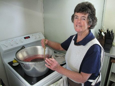 Northland charity jam-maker Gloria Crawford has notched up her 10,000th jar for hospice