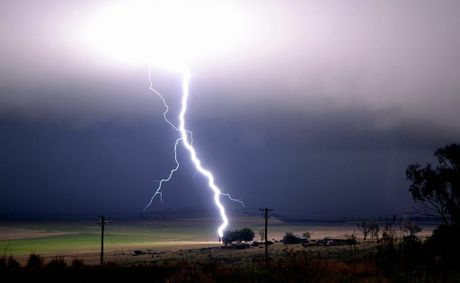 Lightning bolt over Hodgson Vale, south of Toowoomba. Photo Grant Rolph