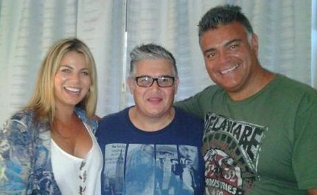 Former Biggest Loser contestants Fiona Faulkiner and 'Big Wal' visit Artie Rocke in hospital.
