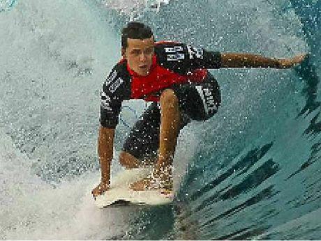 Sunshine Coast surfer Julian Wilson is out in another major event, this time in Hawaii.