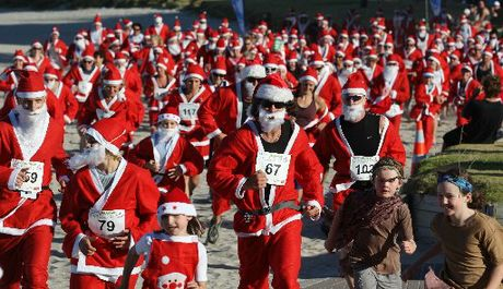 Last year's Great New Zealand Santa Run around the basetrack of the Mount to support KidsCan.