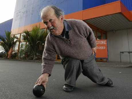 READY TO ROLL: Alan Agnew hopes to see the empty Mitre 10 Regent store turned into an indoor bowls centre.