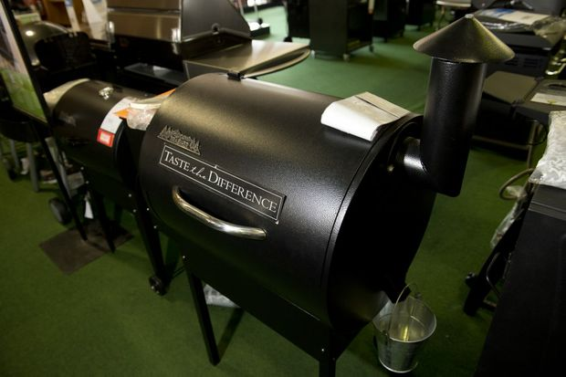 The pellet smoker barbecue uses different varieties of pellets to add flavour to the food.