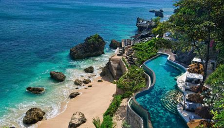 Ayana&#39;s ocean-front pool with the legendary Rock Bar in the background.