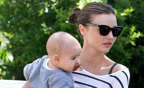 Supermodel Miranda Kerr juggles motherhood and career
