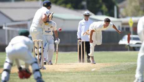 CD seamer Andrew Mathieson bent his back for three wickets at Nelson Park, Napier, yesterday on day three of the Plunket Shield match. Photo / Duncan Brown