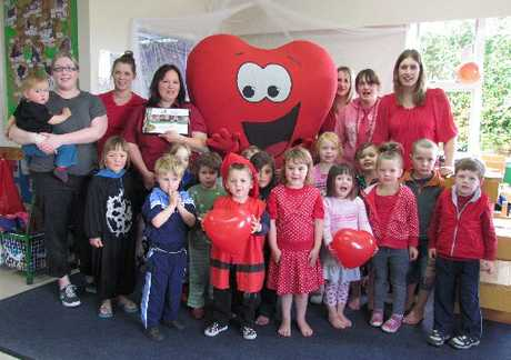 Hearty Heart came to visit the staff and children at Stratford's Rainbow Early Childhood Centre, to present them with the Rito (founding level) healthy heart award.