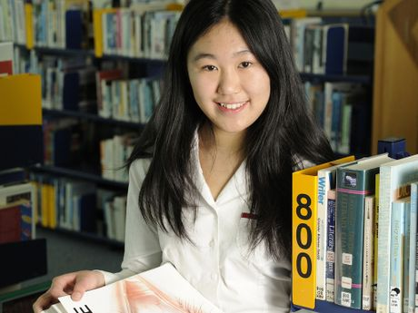 Hannah Ng&#39;s research into short-sightedness has been recognised with a $50,000 Prime Minister&#39;s award.
