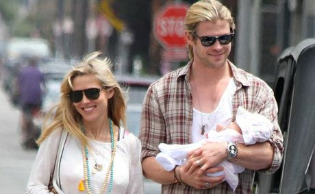 Chris Hemsworth with Elsa Pataky and baby India.