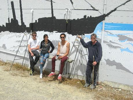PAINTING THE BIG PICTURE: Young adults from Employment Plus, Oamaru, get some expert tuition from Col Ferguson whilst painting the Scott 100 mural on the wall of the Oamaru Rowing Club. Peter Griffin (left), Nahi Hepi, Shai Cropley and Mr Ferguson. PHOTO/JACQUIE WEBBY