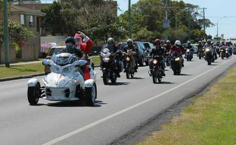 NO SLEIGH: Santa roars through Ballina along with more than 300 motorcyclists in the annual North Coast Charity Motorcycle Toy Run to Lismore. Photo Graham Broadhead / Ballina Shire Advocate