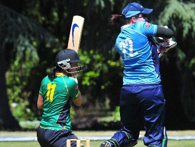 EVASIVE ACTION: Auckland Hearts keeper Victoria Lind is airborne as Hinds' Sara McGlashan looks to attack.