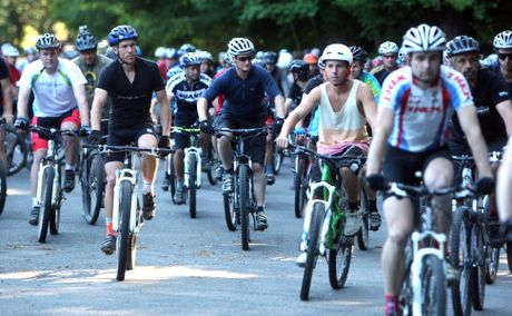 Hundreds take part in a tribute ride for Patrick Avery. 
