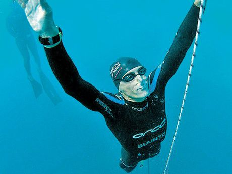 William Trubridge diving at the Suunto Vertical Blue in the Bahamas, at which he completed a New Zealand record dive of 121m. Photo / Supplied
