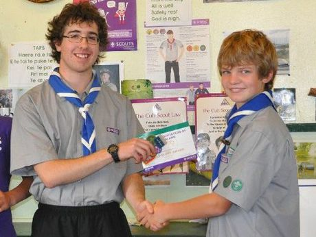 Queen&#39;s Scout Damon Crawford presents Joel Heine with his Gold Scout award.