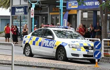 Police closed one lane of Maunganui Rd following a bomb scare at the Beach Legal law offices.
