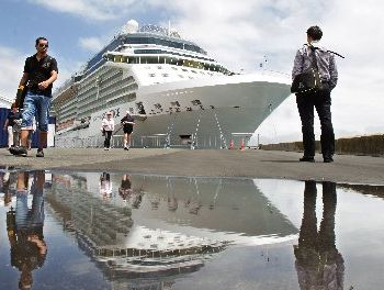 In successive days, The Voyager of the Seas and the Celebrity Solstice brought a total 6350 people into port.