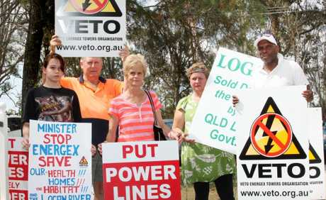 Belinda Coppock, 14, Peter Nash, Vivienne Buttigieg, Jane Dear and Aldwyn Rostant protesting against proposed powerlines in Logan Village. Photo: Inga Williams / The Reporter