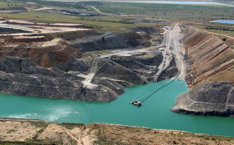 Queensland, November 2012. Polluted floodwater in BHP Billiton mines in the Bowen Basin in Queensland. Proposed legislation by the Queensland Government would give the coal companies&#39; permission to release the water into the Issac River. Image of Ensham. Greenpeace/B.Cerise. NO ARCHIVE. NO RESALE. CREDIT COMPULSORY. EDITORIAL USE ONLY. OK FOR ONLINE REPRO