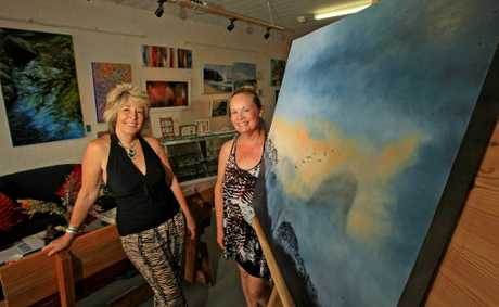 Artist Liz White with Arti Gallery Cabarita owner Elaine Green. Photo Blainey Woodham / Daily News