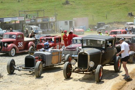 Jalopy Dust Up at Waihi Beach Dirt Track