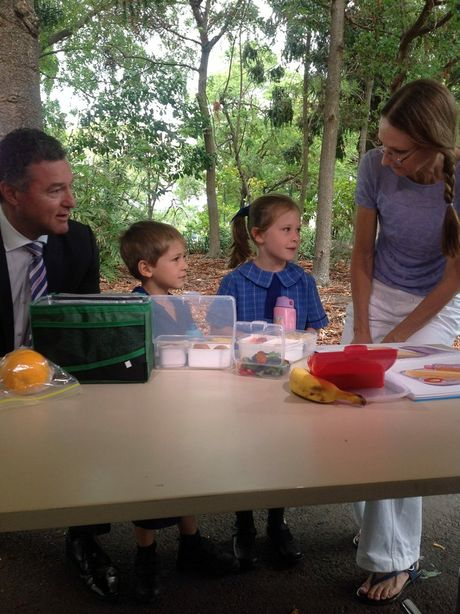 Education Minister John-Paul Langbroek and dietician Trudy Williams teaching Brisbane school children about portion control and healthy lunches.