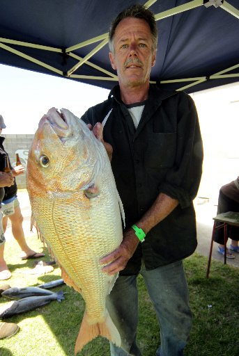 THE BIG ONE: Wayne Graham holds the giant snapper he caught.PHOTO/ STUART MUNRO