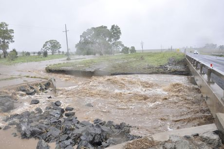 The weekend's severe weather has caused a land slip on the Toowoomba Range near Spring Bluff.