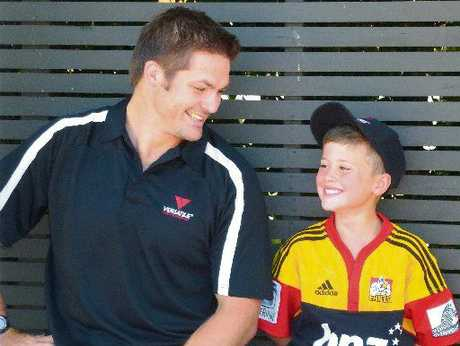 Richie McCaw chats with Versatile Homes and Buildings competition winner Sam Denize of Te Awamutu.