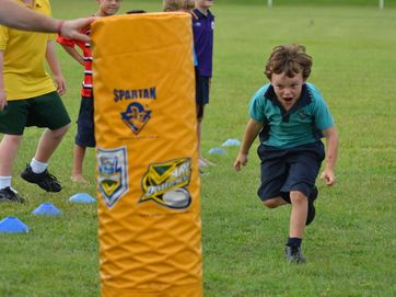 Gold Coast Titans visit the Junior Evans Head Rugby League club for an afternoon of footy training.