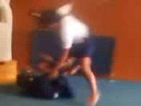 YouTube footage of the fight at Tauranga Girls&#39; College.