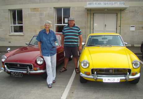 ENTHUSIASTS: North Otago Vintage Car Club members Verna Chambers and Wayne Abernethy. PHOTO/JESSIE WAITE