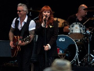 The chemistry between Pat Benatar and husband Neil Giraldo was outstanding at Matakana Country Park.
