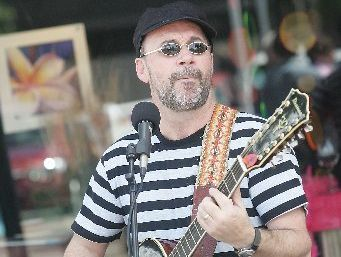 Auckland musician Rob Wadmore will provide entertainment at Donnellys Crossing's annual picnic, sports and market day on March 9.