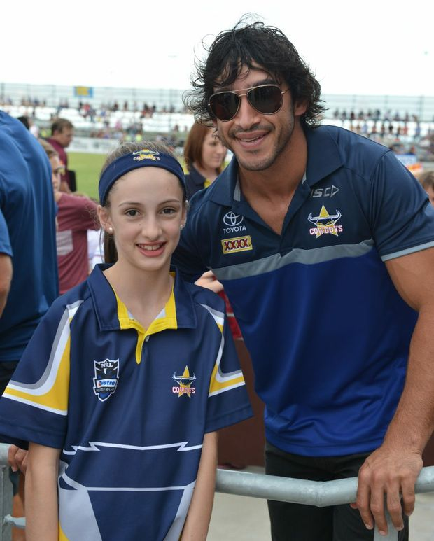 Amy Saward was one of many fans vying to meet Johnathan Thurston who was sidelined due to injury. Photo Lee Constable / Daily Mercury