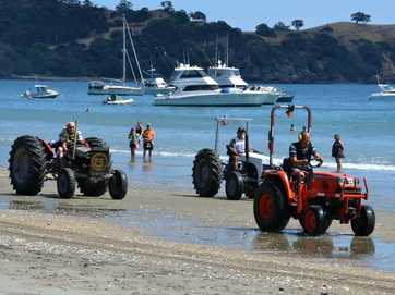 Some great shots from the Onetangi Beach Races by Tony Ward