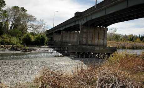 SHRINKING: The Rangitikei River, pictured here at the Bulls Bridge, is at its lowest in eight years.PHOTO/ STUART MUNRO