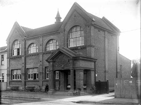 IMPOSING: The Hastings Public Library opened in 1907 but was wrecked in the 1931 earthquake.PHOTO/SUPPLIED BY THE ALEXANDER TURNBULL LIBRARY HTTP://TIMEFRAMES.NATLIB.GOVT.NZ/