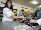 Kiwis are continuing to move away from cash, turning increasingly to using debit and credit cards or internet banking.
