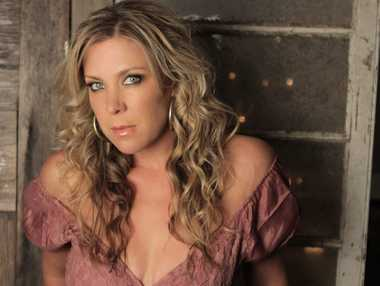 SINGING SENSATION: Gina Jeffreys will headline Friday's Rise and Shine concert in Gayndah.