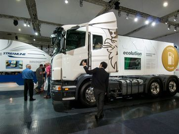 Scania's limited edition Black Amber drew a lot of attention at the truck show this week, so did their representation of the new Streamline fuel saving model.
