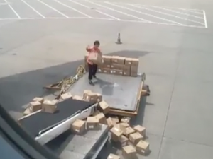 Guangzhou Airport worker shamed on YouTube