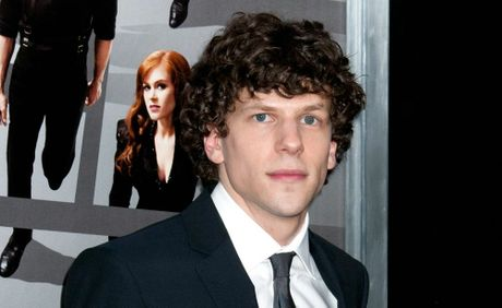 Is jesse eisenberg dating anyone