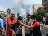 FOREIGN Minister Bob Carr has called for restraint from all sides of the conflict in Egypt after more than 200 people were killed and thousands injured.