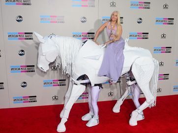 Pop music's chart toppers gathered in LA last night for the 2013 American Music Awards.