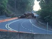The boulder that has closed the Cunningham Highway.